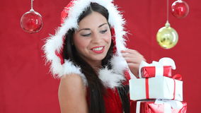 Mujer en Papá Noel almacen de video