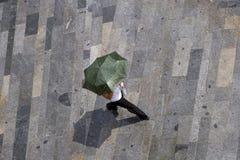 Mujer en ranfall Foto de archivo libre de regalías