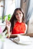 Mujer en restaurante Fotografía de archivo libre de regalías