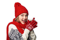 Mujer en ropa caliente del invierno con la taza de té Fotografía de archivo libre de regalías