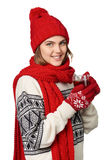 Mujer en ropa caliente del invierno con la taza de té Imagen de archivo libre de regalías