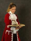 Mujer en ropa francesa pasada de moda fotos de archivo libres de regalías