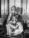 Mujer en ropa tradicional china (todas las personas representadas no son vivas más largo y ningún estado existe Garantías del pro Imagenes de archivo