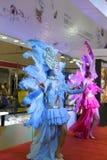 Mujer en samba azul del salto Imagen de archivo libre de regalías