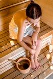 Mujer en sauna Foto de archivo libre de regalías