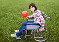 Mujer en sillón de ruedas Foto de archivo