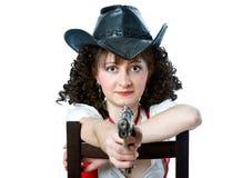 Mujer en sombrero de vaquero con el arma Fotos de archivo libres de regalías