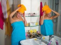 Mujer en su cuarto de baño Imagen de archivo libre de regalías