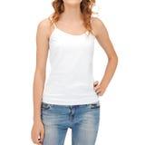 Mujer en top sin mangas blanco en blanco Fotos de archivo