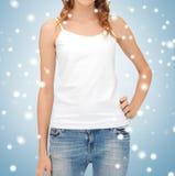 Mujer en top sin mangas blanco en blanco Imágenes de archivo libres de regalías