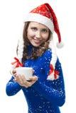 Mujer en traje del Año Nuevo en su hombro fotografía de archivo
