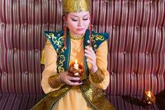 Mujer en traje del Kazakh Fotografía de archivo libre de regalías