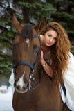Mujer en un caballo fotografía de archivo