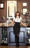Mujer en un café Fotos de archivo libres de regalías