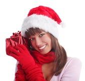 Mujer en un casquillo de la Navidad con un regalo Foto de archivo libre de regalías