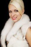 Mujer en un chaleco de la piel Fotos de archivo