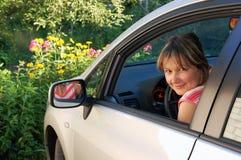 Mujer en un coche foto de archivo libre de regalías