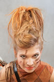 Mujer en un equipo anaranjado, retrato, moda, estudio imágenes de archivo libres de regalías