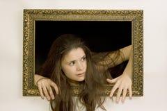Mujer en un marco de la pintura Imagen de archivo libre de regalías