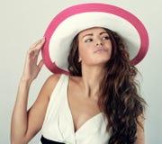 Mujer en un sombrero blanco Fotografía de archivo