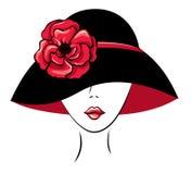 Mujer en un sombrero con la flor de la amapola