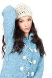 Mujer en un suéter azul de las lanas Foto de archivo libre de regalías