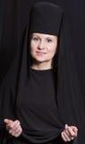 Mujer en un traje del monje Imágenes de archivo libres de regalías
