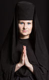 Mujer en un traje del monje Fotografía de archivo