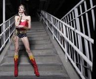 Mujer en un traje del super héroe Imágenes de archivo libres de regalías