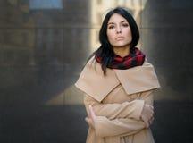 Mujer en una capa Imagen de archivo