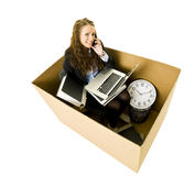 Mujer en una pequeña oficina Foto de archivo libre de regalías