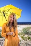 Mujer en una playa. Fotografía de archivo libre de regalías