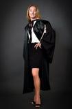 Mujer en uniforme formal del abogado Imagen de archivo libre de regalías