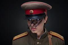 Mujer en uniforme militar Imagen de archivo