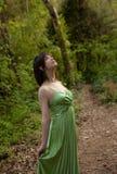 Mujer en vestido de lujo en bosque Fotografía de archivo