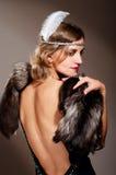 Mujer en vestido de noche y piel Fotografía de archivo libre de regalías