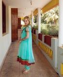 Mujer en vestido indio tradicional Fotos de archivo libres de regalías