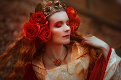 Mujer en vestido medieval rojo Imagen de archivo