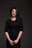 Mujer en vestido negro Imágenes de archivo libres de regalías