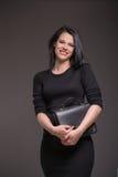 Mujer en vestido negro Fotografía de archivo libre de regalías