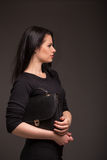 Mujer en vestido negro Fotos de archivo