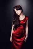 Mujer en vestido rojo Fotografía de archivo libre de regalías