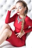 Mujer en vestido rojo Fotos de archivo libres de regalías