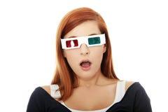 Mujer en vidrios del cine 3d Fotos de archivo