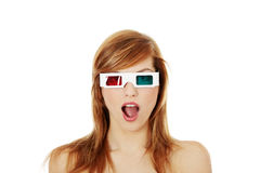 Mujer en vidrios del cine 3d Imagen de archivo
