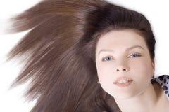 Mujer encantadora con el pelo marrón largo Fotos de archivo