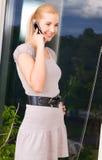 Mujer encantadora con el teléfono celular Imágenes de archivo libres de regalías