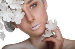 Mujer encantadora con un maquillaje del invierno Imagen de archivo