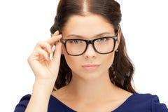 Mujer encantadora en gafas Imagen de archivo libre de regalías