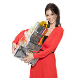 Mujer encantadora que sostiene muchos regalos Feliz Año Nuevo Case Christm Fotos de archivo libres de regalías
